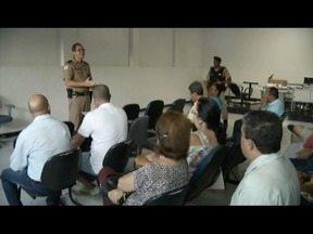 Reunião anuncia as mudanças com o policiamento em Bairro de Governador Valadares - Moradores participaram da reunião.