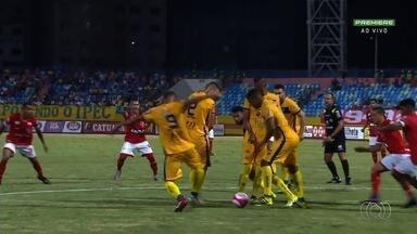 Com Walter na arquibancada, Vila empata com Iporá na estreia - Tigre e Lobo Guará ficam no 1 a 1 no Olímpico