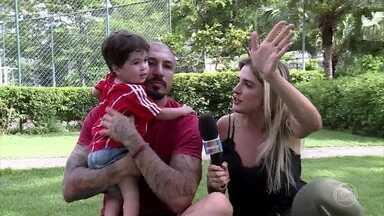 Fernando Medeiros apresenta o filho Lucca - Ex-BBB mostra que é um paizão e dá dicas para a galera que vai entrar no BBB18