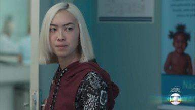 Tina avisa a Mitsuko que não vai voltar para casa - A médica tenta conversar com a filha, mas Tina não revela onde pretende ficar