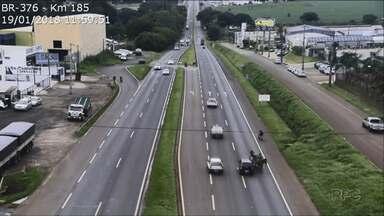Carroceiro se envolve em acidente na BR 376 - Câmeras da concessionária que administra a rodovia flagraram o acidente