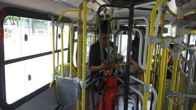 ABNT reprova uso de 'roletões' nos ônibus da Grande Vitória - De acordo com a ABNT, as roletas dos ônibus não podem ter mais de 1,05 metro e as empresas que não retirarem as catracas acima da altura permitida podem ser multadas pelo Inmetro.