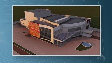 Assinada ordem de serviço para retomar construção de teatro em Ariquemes, RO - Obra já se arrasta por 11 anos na cidade.