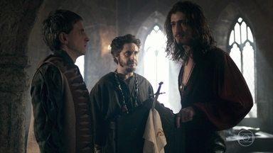 Rodolfo é ameaçado por Julião - O príncipe e seus asseclas tramam para prender o súdito