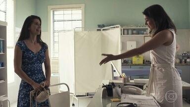 Desirée procura Tônia para voltar a ser virgem - Tônia pede a Renato para ficar mais um tempo na clínica em Pedra Santa. Tônia se recusa a ajudar Desirée e aconselha a moça a conversar com o namorado sobre seu passado