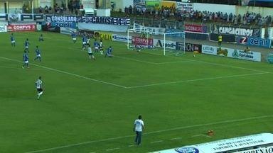 Bola sobra para Roberto, que manda chute forte. Goleiro do Iguatu salva o gol - Bola sobra para Roberto, que manda chute forte. Goleiro do Iguatu salva o gol.