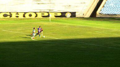 Breno drible o goleiro, mas perde gol no confronto do Piauí x Altos - Breno drible o goleiro, mas perde gol no confronto do Piauí x Altos