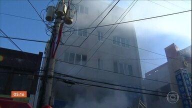 Incêndio em hospital da Coreia do Sul mata 41 pessoas - Pelo menos 70 pessoas ficaram feridas. O fogo começou na emergência do hospital e os bombeiros só conseguiram controlar as chamas depois de algumas horas.