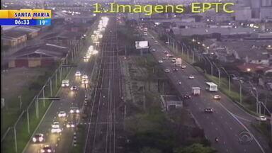 Trânsito: movimento é intenso em vias de Porto Alegre, mas sem registro de lentidão - Assista ao vídeo.