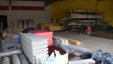 Comércio de material de construção sofre queda de vendas em Caxias - Culpa das chuvas que fizeram muitos donos de imóveis suspender reformas, além do consumidor que espera o surgimento de promoções.