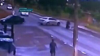 Motorista sem habilitação provoca duplo acidente em Planaltina - Um motorista serm habilitação provocou um duplo acidente, em Planaltina, Colisão foi na Avenida Contorno.