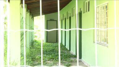 Unidade de Saúde do bairro Santanésia está pronta e não é inaugurada em Piraí, RJ - Moradores reclamam de vandalismo no local. Mesmo o lugar nunca tendo sido usado, ele passa por reformas.
