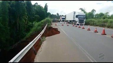 Pista cedeu e BR-364 ficará com o trânsito interditado por 10 dias próximo a Alto Araguaia - Pista cedeu e BR-364 ficará com o trânsito interditado por 10 dias próximo a Alto Araguaia.