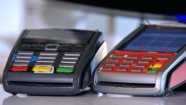 Cartão de crédito pode ser vilão se usado de forma errada - Cartão de crédito pode ser vilão se usado de forma errada.
