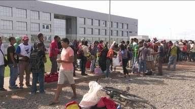 Venezuelanos fazem filas enormes em busca de refúgio em Roraima - Só em janeiro, quase 9 mil entraram no Brasil pelo posto de Pacaraima. O governo do estado pede maior participação do governo federal.