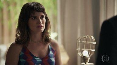 Clara descobre que Raquel será a juíza da audiência de guarda - Mãe de Tomaz acredita que a justiça será feita