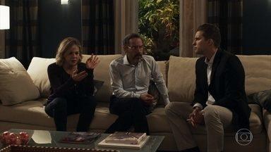 Jô descobre que seu casamento com Henrique não é válido - Patrick explica que precisa estudar o caso, mas ela não esconde a revolta com a situação