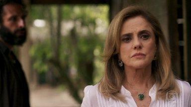 Sophia avisa a Rato que a audiência pela guarda de Tomaz foi marcada - Vilã manda capanga atropelar Raquel. Mariano e Sophia ficam juntos