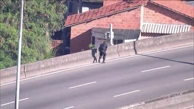 Rio de Janeiro tem mais um dia de tiroteio entre policias e traficantes - Governador Luiz Fernando Pezão disse que o Rio não é a cidade mais violenta do país. Na vida real, os moradores enfrentaram mais um dia de confronto entre polícia e traficantes.
