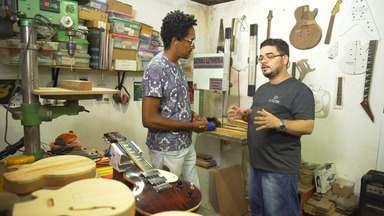 Luthier explica passo a passo de criação da guitarra baiana; Aroldo Macêdo dá uma palinha - Luthier explica passo a passo de criação da guitarra baiana; Aroldo Macêdo dá uma palinha