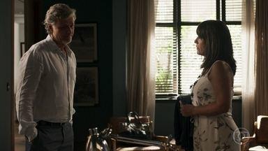 Renan incentiva Elizabeth a retomar seu trabalho como estilista - Empresário presta contas a Jô sobre seu encontro com Elizabeth
