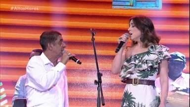 Zeca Pagodinho canta Deixa a Vida Me Levar - Cantor ganha a companhia de Roberta Sá