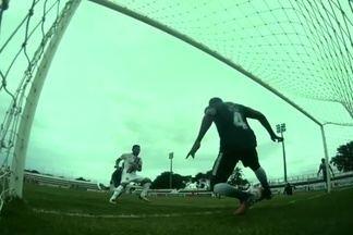 Valdo Bacabal, do Ferroviário, perde chance incrível de gol no Raimundão - Valdo Bacabal, do Ferroviário, perde chance incrível de gol no Raimundão