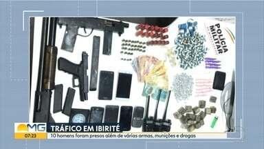 Homens são presos suspeitos de tráficos de drogas em Ibirité, na Grande BH - A Polícia Militar apreendeu drogas e armas, entre elas, uma espingarda calibre 12, uma PT Glock.40 e uma submetralhadora de fabricação caseira.