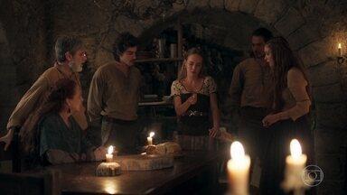 Diana devolve o anel para Afonso - Amália e sua família ficam inconformados com Vírgilio