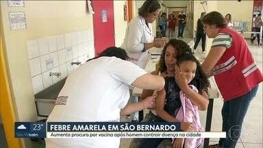 Procura por vacina da febre amarela aumenta em São Bernardo, no ABC - Prefeitura vai vacinar em casa após homem contrair a doença na cidade. Número de vacinados nas escolas municipais cresceu