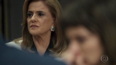 Guarda de Tomaz fica com Sophia - O juiz Gustavo faz manobra no tribunal e anuncia decisão que abala Clara