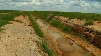 Polícia encontra irregularidades que colocam em risco rios no sudoeste de Goiás - Entre elas, estão escavações nas propriedades para secar areias de terras alagadas e facilitar o plantio de lavouras.