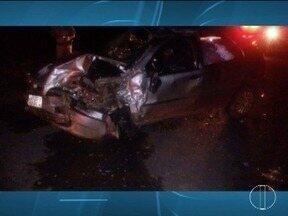 Motorista inabilitado invade a contramão, bate em carro e morre na LMG-625, em Taiobeiras - Veículo capotou após a batida; três pessoas ficaram feridas e foram socorridas por uma equipe do Samu.