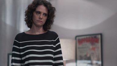 Marta tenta acalmar Lica - Lica se irrita com Samantha e acusa a menina de ser preconceituosa com Benê