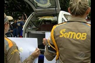 Corpo de agente de trânsito baleado enquanto trabalhava é enterrado em Belém - Amigos e colegas de trabalho carregaram cartazes de protesto e pedido de justiça.