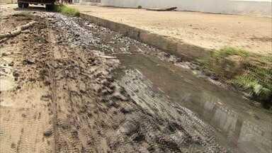Lama com forte odor vira dor de cabeça para moradores em bairro de Fortaleza - Confira mais notícias em G1.globo.com/ce