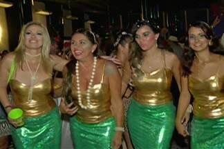 Foliões se preparam para o tradicional baile Abre Alas de Mogi - Participantes capricham na fantasia e buscam resgatar carnavais antigos.
