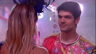 Lucas e Jéssica cantam 'Oração' e brother diz: 'Gosto muito dessa música' - Lucas e Jéssica cantam e dançam juntos
