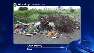Moradores usam as redes sociais para reclamar de terreno sujo em Bauru - Moradores enviaram para o Whats App da TV TEM imagens de um terreno transformado em um lixão em Bauru.