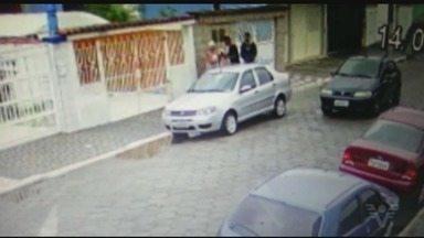 Idosa é assaltada em Praia Grande - Dois bandidos cercaram a mulher e levaram as sacolas do mercado.