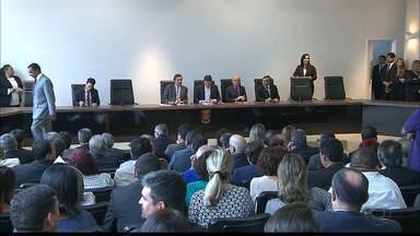 Deputados estaduais voltam ao trabalho na Paraíba - A partir de hoje as sessões parlamentares serão realizadas na Câmara de Vereadores de João Pessoa, por causa de uma reforma no prédio da Assembleia.