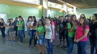 Alunos da rede estadual de MS voltam às aulas nesta quinta-feira - A Polícia Militar também se preocupa com os alunos que não chegam no horário.