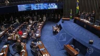 Senado aprova intervenção federal na segurança pública do Rio - O presidente do Senado Eunício Oliveira fez mistério e só anunciou publicamente o relator, minutos antes de começar a sessão para votar o decreto.