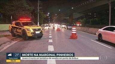 Jovem é morto em tentativa de assalto na Marginal Pinheiros - Vítima tinha 20 anos e foi baleada em ponto de ônibus perto da Ponte Estaiada.