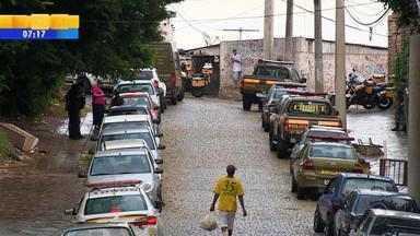 Brigada Militar faz operação contra o tráfico de drogas em Porto Alegre - Operação foi iniciada às 7h. Objetivo também é identificar criminosos e localizar armas.