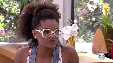 Louro José pergunta se Nayara se apaixonou por Lucas - Nayara diz que apenas se identificou com o cearense, embora torça para que uma pessoa mais necessitada vença o programa