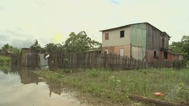 Cinco famílias são levadas para abrigos após rio transbordar em Rio Branco - Mais boxes estão sendo preparados caso o nível do rio continue subindo.