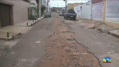 Moradores em bairro em São Luís reclamam de buracos - Situação acontece entre os moradores da Rua da Independência, situada no bairro Ponta do farol, na capital.
