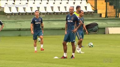 Com mais jogadores na área, Coritiba se prepara para mais um desafio - Coxa apresentou o zagueiro Alan Costa, o meia Alvarenga e o atacante Pablo, mas o assunto principal é o duelo contra o Uberlândia pela Copa do Brasil