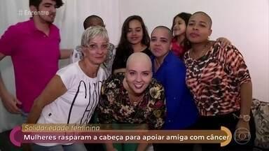 Mulheres rasparam a cabeça para apoiar amiga com câncer - História de amizade das quatro amigas mostra a solidariedade feminina